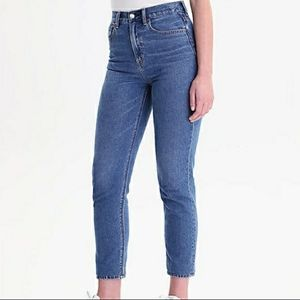American Eagle High Waisted Mom Jeans NWT